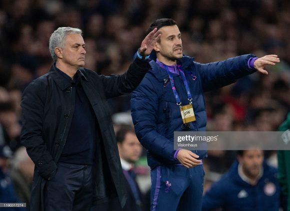 José Mourinho e o compatriota João Sacramento. Para muitos, a evolução de Mourinho deve-se ao fato da enorme competência de seu novo auxiliar.