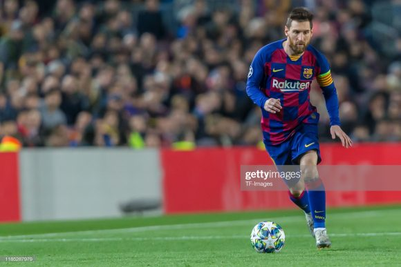 Com oito tentos marcados pela LaLiga, o craque Lionel Messi segue na captura de Karim Benzema, artilheiro do campeonato com 10 gols.