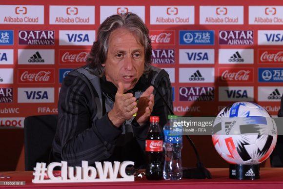 O treinador Jorge Jesus é o segundo técnico europeu na história a comandar um time sul-americano em uma final de Mundial de Clubes. Apenas Mirko Jozic conseguiu, em 1991 pelo Colo-Colo, havia alcançado este feito.