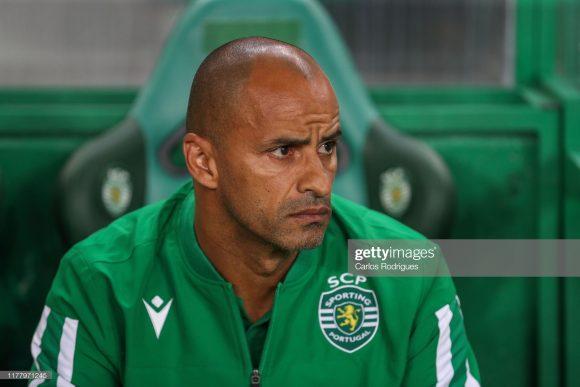 Contratado junto ao Belenenses, o técnico Jorge Manuel Rebelo Fernandes, popularmente chamado de Silas, ex-jogador do Sporting, segue lutando para recolocar a equipe de Alvalade novamente no caminho das vitórias.