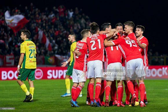 O Benfica segue com 100% de aproveitamento atuando como visitante pela Primeira Liga. São 9 vitórias em nove jogos fora de casa na competição.