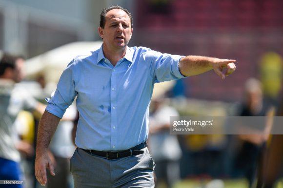 O técnico Rogério Ceni acumula 63 vitórias, 24 empates e 30 derrotas à frente do Fortaleza.