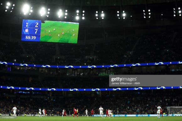 As redes das metas do Tottenham Stadium foram as que mais balançaram na atual edição da Champions League, pois o Tottenham marcou 11 gols e sofreu 9 na fase de grupos do torneio.