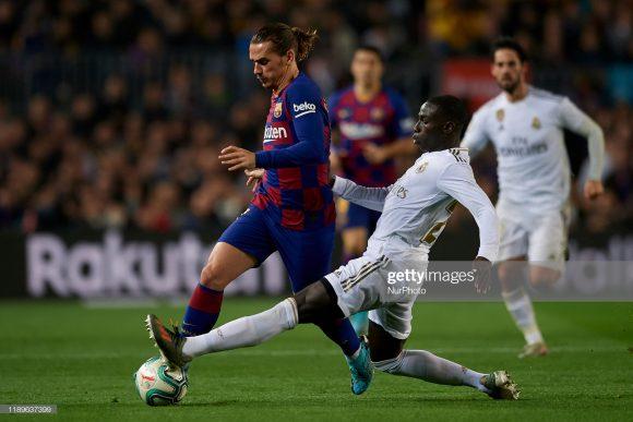 O Real Madrid é dono da melhor defesa da LaLiga (17 gols sofridos), à medida que o Barcelona é dono do melhor ataque do campeonato (62 gols marcados).
