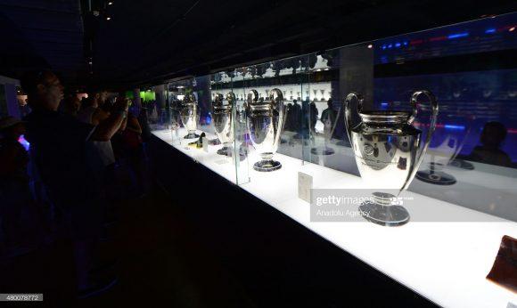 O museu do Barcelona, que recebe mais de 1,2 milhão de visitantes por ano, também está de portas fechadas. Ou seja, outro prejuízo ao conjunto blaugrana.