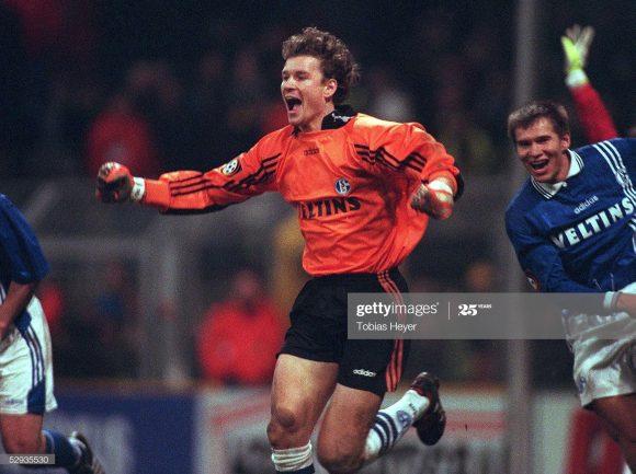 Em 1997, Jens Lehmann marcou o gol do empate do Schalke 04 frente o Borussia Dortmund (2 x 2) no último minuto do Revierderby. Naquela ocasião, ele tornou-se o primeiro goleiro que balançou as redes na história da Bundesliga.