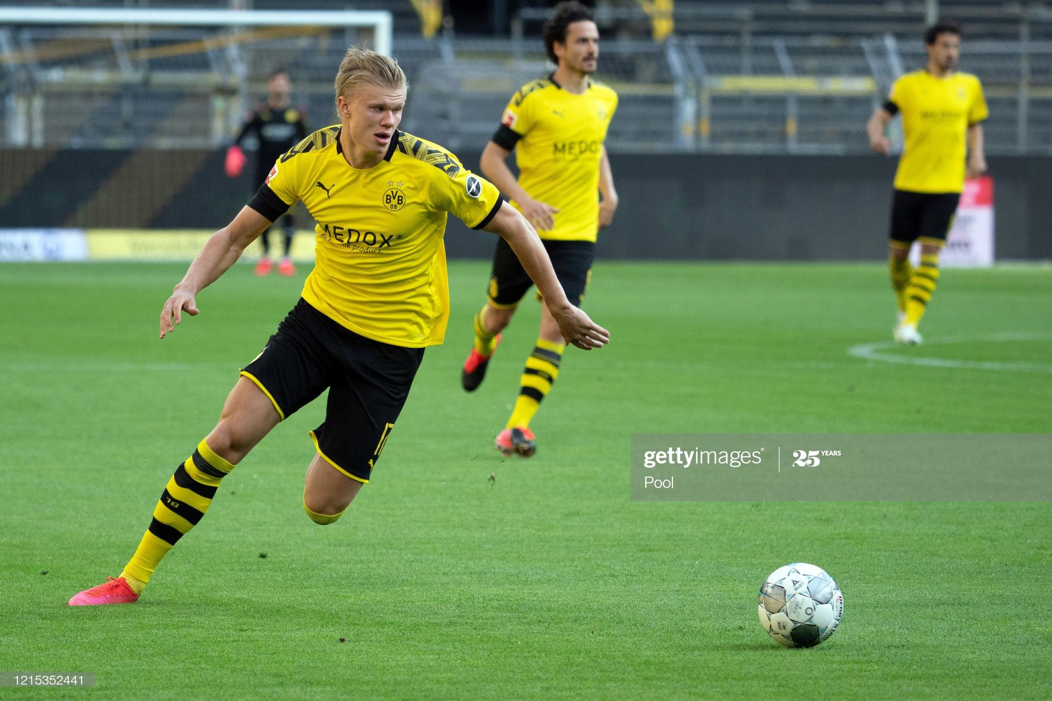 Além da derrota no Der Klassiker, o Borussia Dortmund perdeu Erling Haaland lesionado aos 24 minutos do segundo tempo. Exames apontarão a gravidade da contusão no joelho do atacante norueguês.